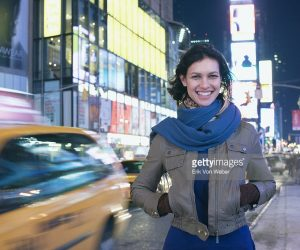 Создатели «Мира Дикого Запада» обыграли кадр с девушкой со стоковой фотографии