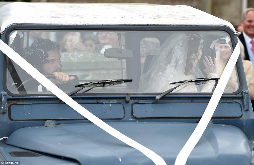 Фото: свадьба Кита Харингтона и Роуз Лесли. Теперь Джону Сноу предстоит многое узнать! 15