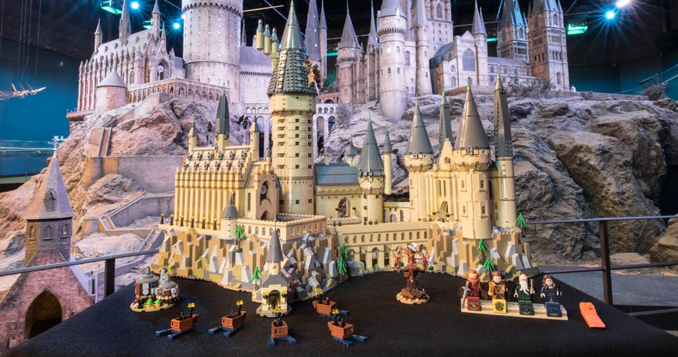 LEGO представила Хогвартс, состоя