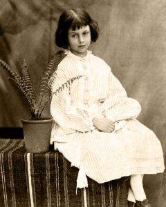 «Алиса в Стране чудес» и её адаптации: всё страньше и страньше! 5