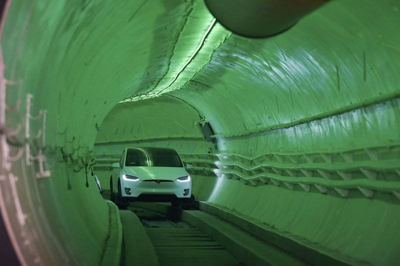 Илон Макс показал прототип тоннеля для скоростного городского транспорта 1