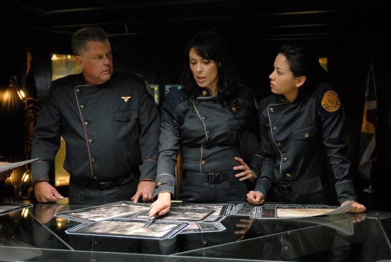 """Студия Universal выбрала сценариста и режиссёра для для фильма «Звёздный крейсер """"Галактика""""»"""