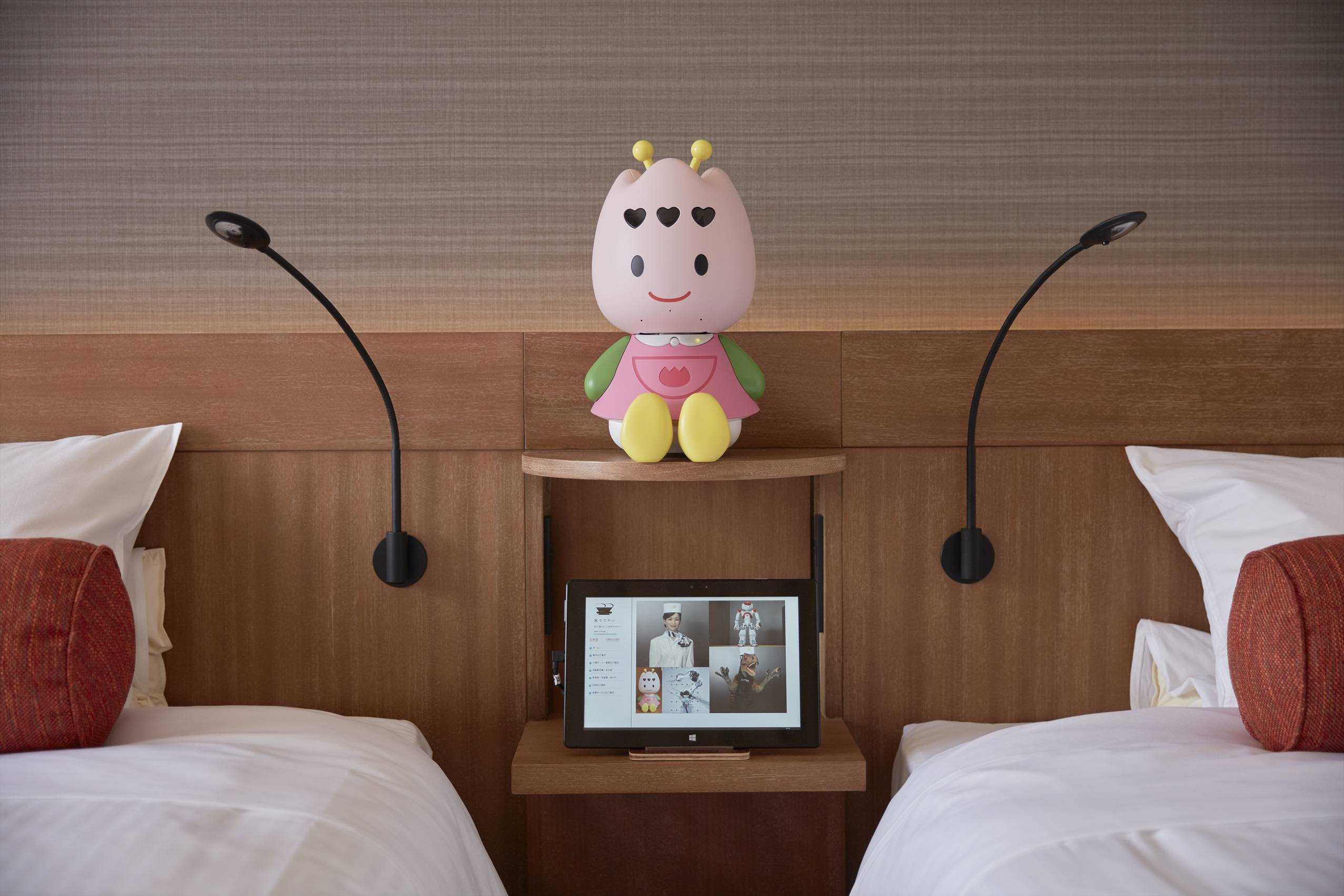 Руководство японского отеля «уволило» половину сотрудников-роботов 2