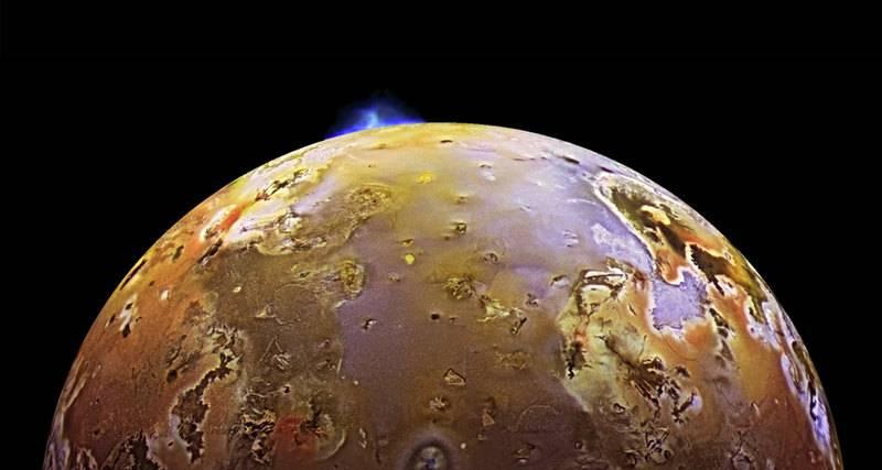 Вот как выглядят кадры извержения вулканов на спутнике Юпитера Ио