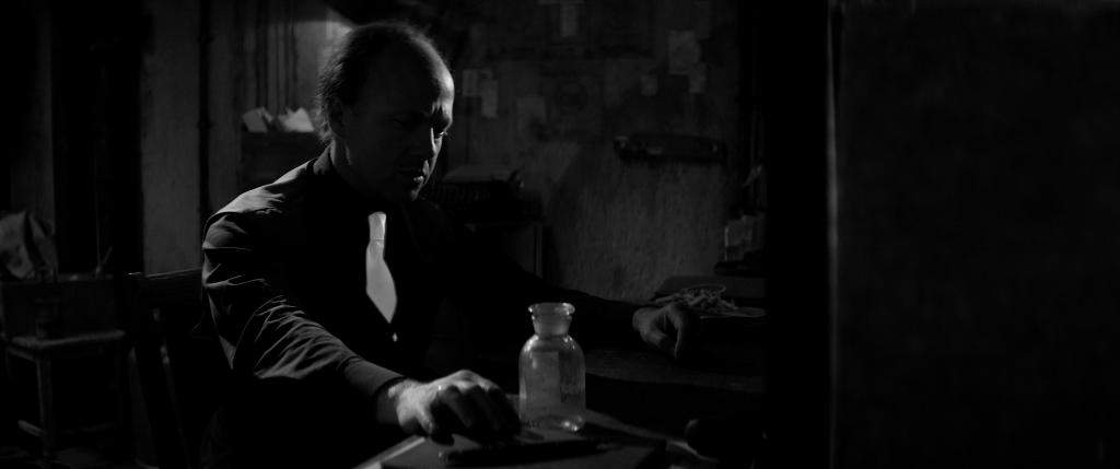 «Бехолдер. Официальный фильм» против Papers, Please: сравниваем экранизации
