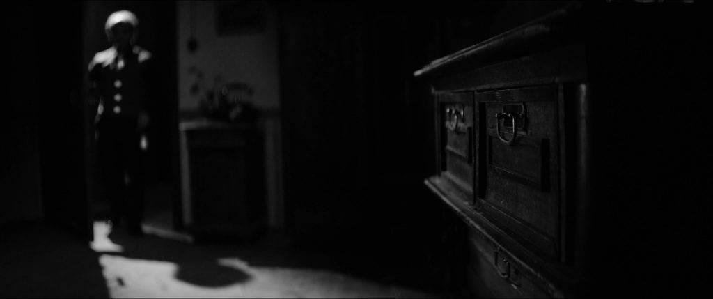 «Бехолдер. Официальный фильм» против Papers, Please: сравниваем экранизации 1