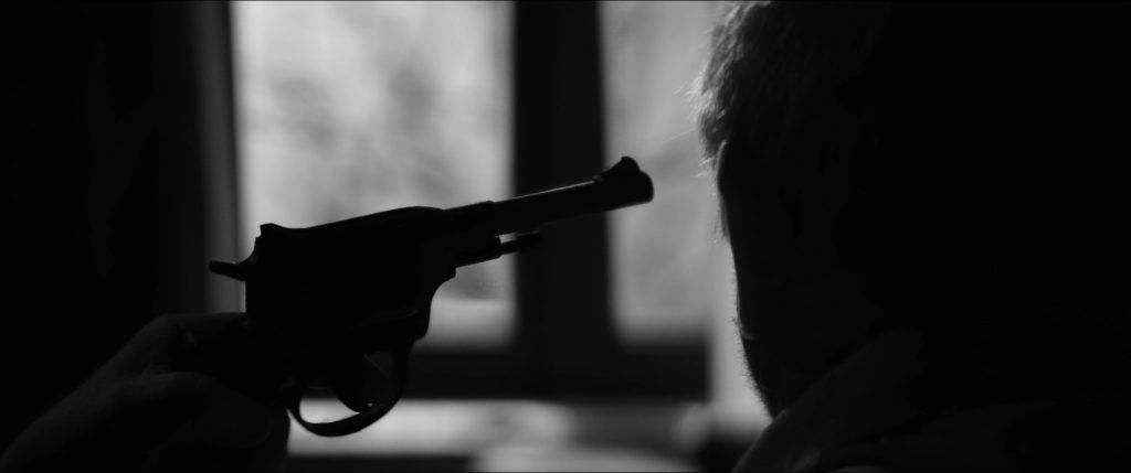 «Бехолдер. Официальный фильм» против Papers, Please: сравниваем экранизации 3