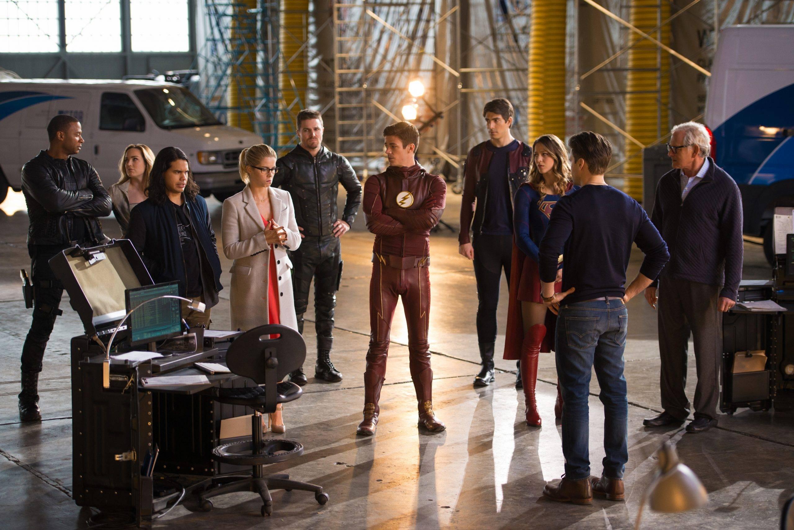 Слух: CW может закрыть «Стрелу» и «Легенд завтрашнего дня» после нового кроссовера