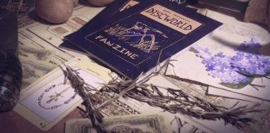 Арт: открытка Ринсвинду, газета Анк-Морпорка и другие прекрасные иллюстрации к «Плоскому миру» Терри Пратчетта