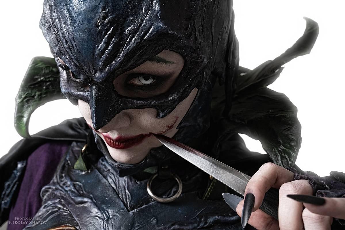 Косплей: образ-кроссовер Бэтгёрл и Джокера 3