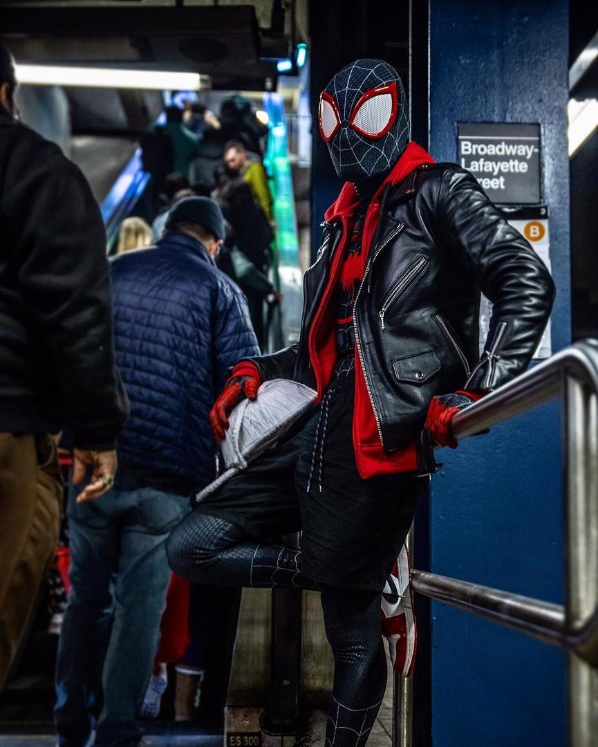 Косплей: герои мультфильма «Человек-паук: Через вселенные» 7