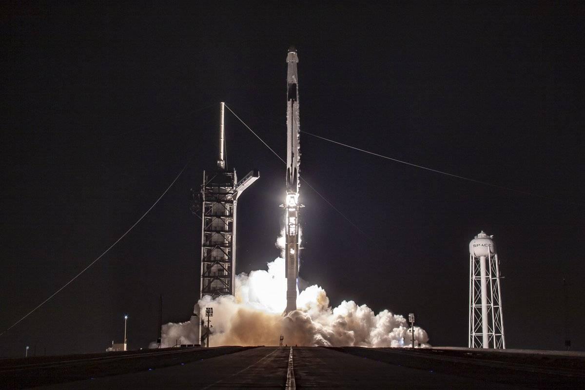 Корабль Crew Dragon успешно пристыковался к МКС 1