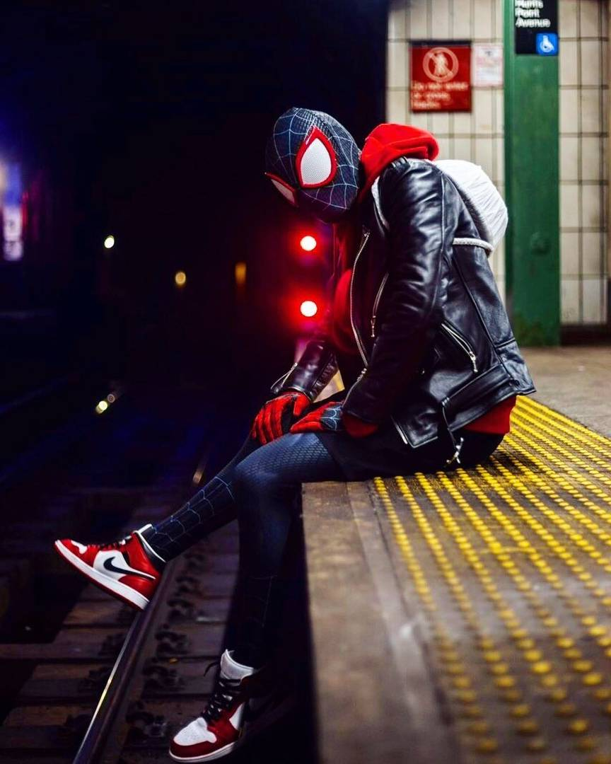 Косплей: герои мультфильма «Человек-паук: Через вселенные» 5