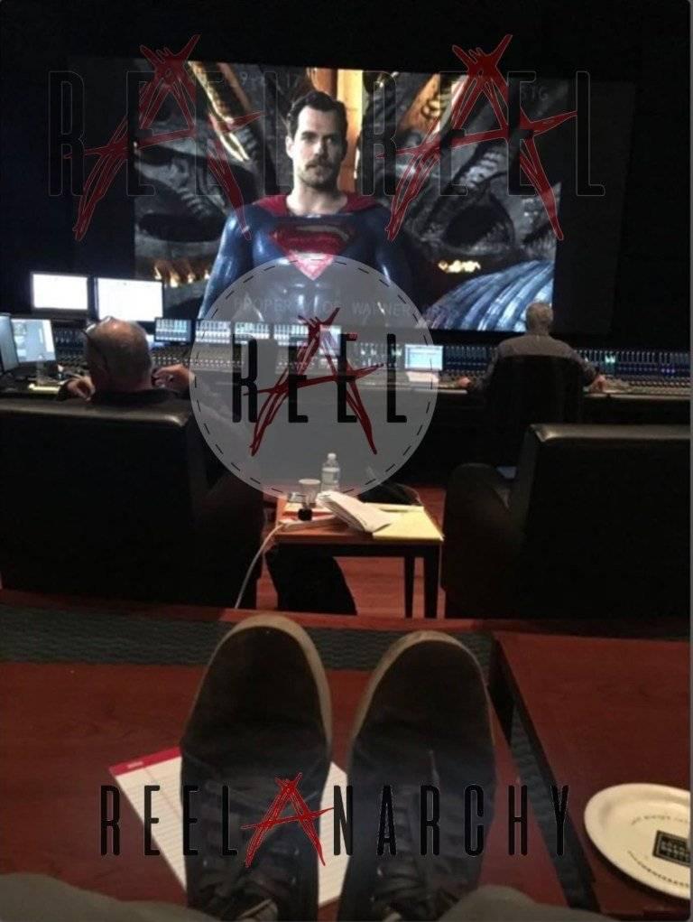 Вот как выглядел усатый Супермен на съёмках «Лиги Справедливости»! 2