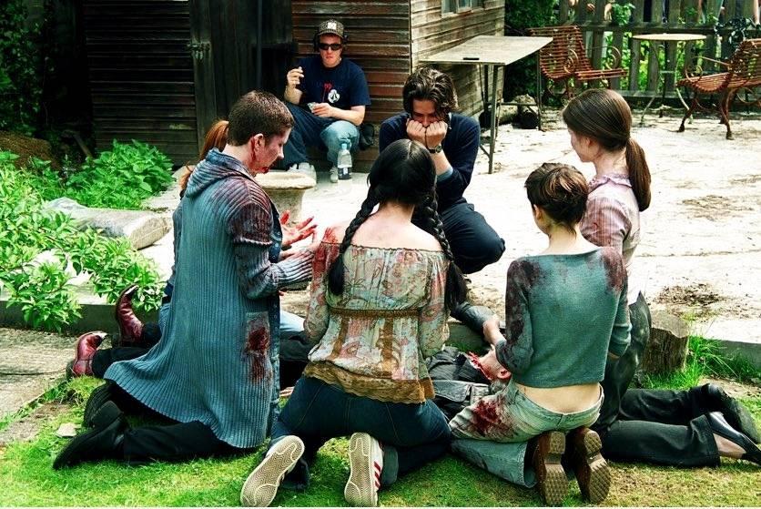 Фото: Эдгар Райт поделился снимками со съёмок «Зомби по имени Шон» в честь 15-летия фильма 15