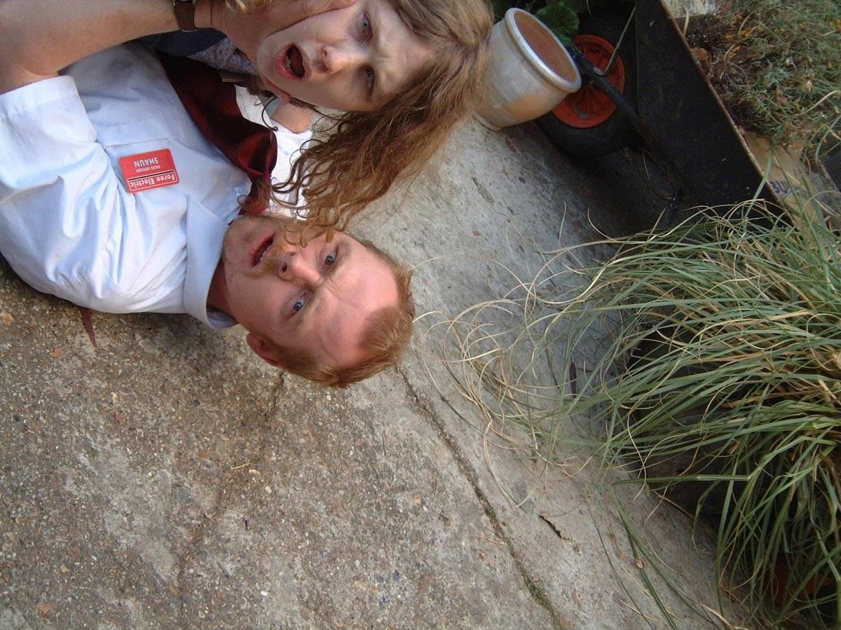 Фото: Эдгар Райт поделился снимками со съёмок «Зомби по имени Шон» в честь 15-летия фильма 18