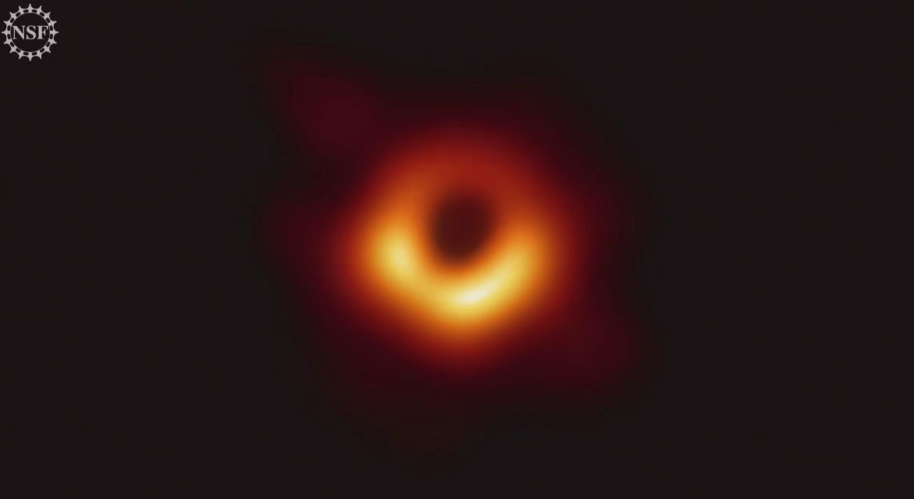 Астрофизики получили первое изображение чёрной дыры