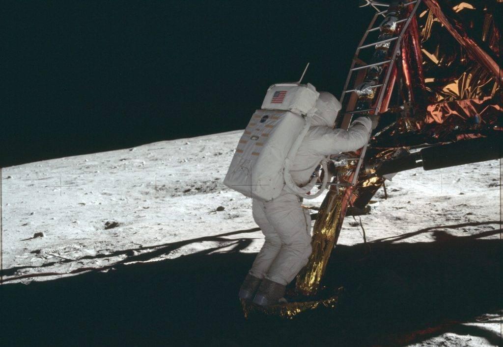 Полёт американцев на Луну: что писали в СССР 12