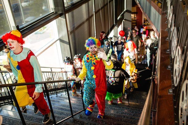 Американская сеть кинотеатров устроит спецпоказы сиквела «Оно» только для «клоунов» 1