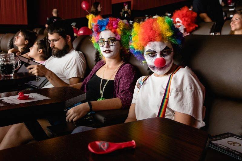 Американская сеть кинотеатров устроит спецпоказы сиквела «Оно» только для «клоунов» 4