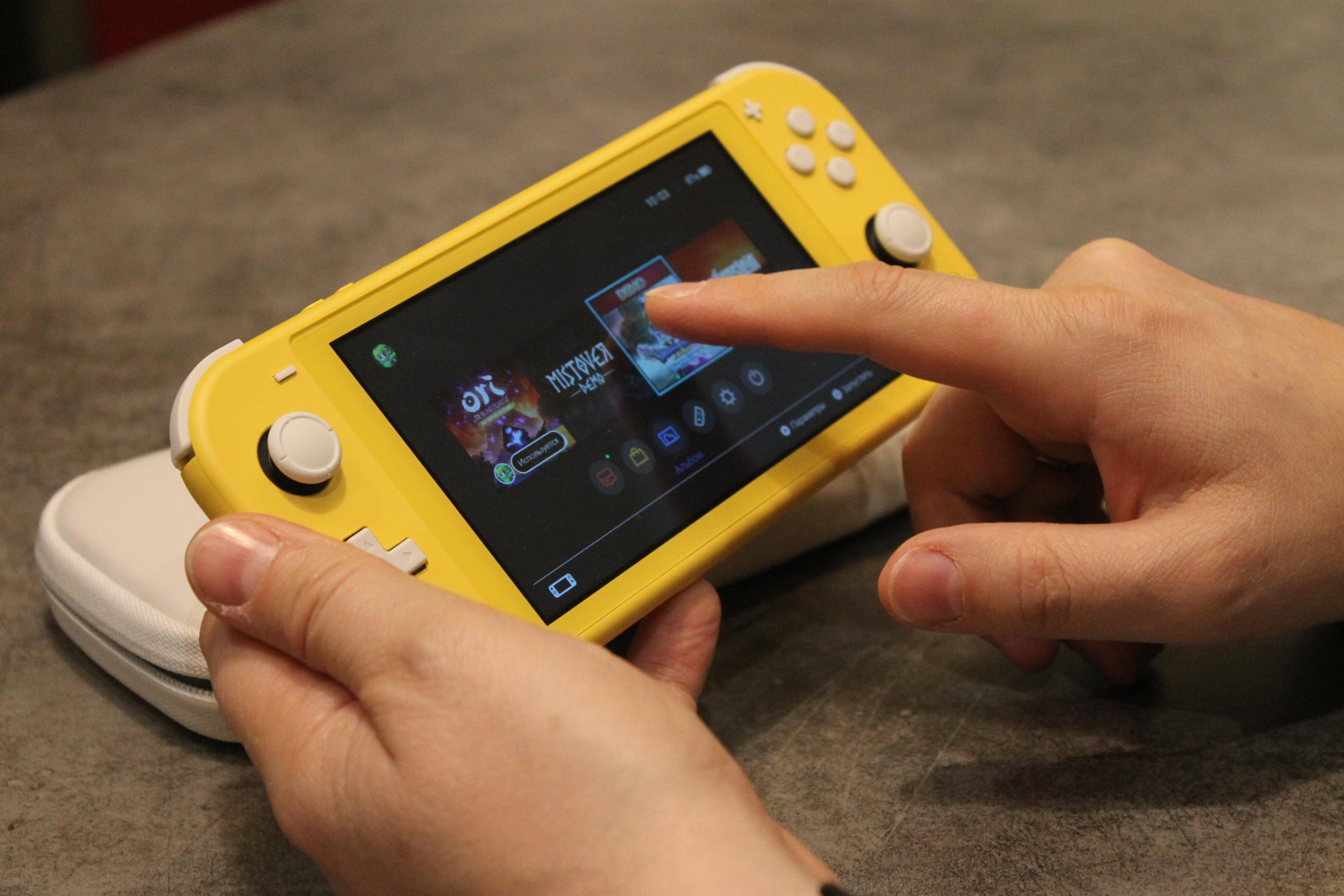 Уже не гибрид. Обзор Nintendo Switch Lite 4