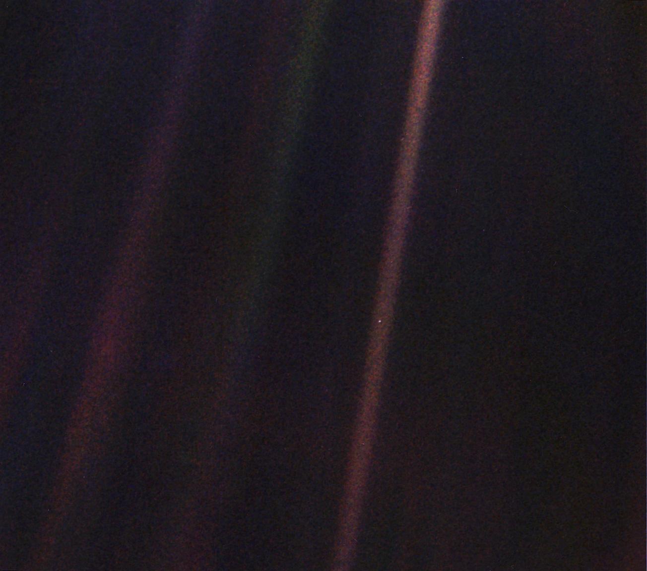NASA обновило легендарный снимок аппарата Voyager-1 «Бледная голубая точка» 1