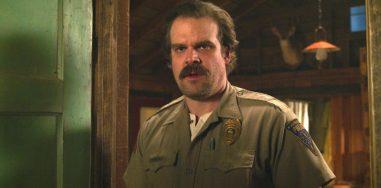Netflix предложили показывать на улицах спойлеры к сериалам, чтобы бороться с нарушителями карантина 1