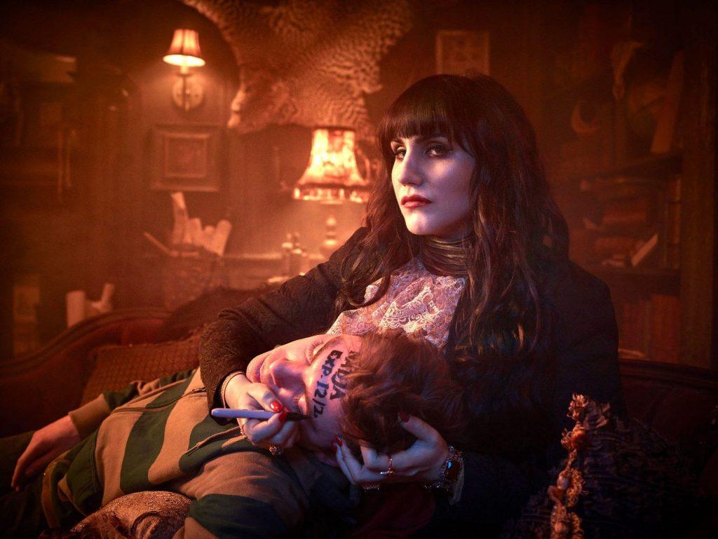 Какие сериалы посмотреть в апреле 2020? «Харли Квин», вампиры и страшные сказки 8