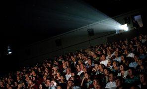После открытия кинотеатров в России посетителям рекомендуют носить маски и перчатки