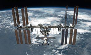 Частная космическая компания впервые доставила астронавтов на МКС