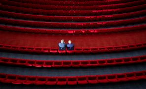 Зрители не торопятся возвращаться в кинотеатры — их поток упал в25 раз