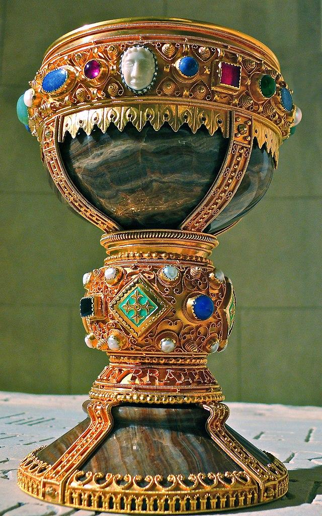 Полная чаша. Поиски святого Грааля 17