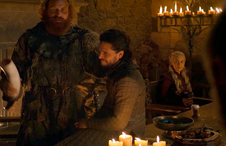 Шоураннеры «Игры престолов» сначала не поверили, что стаканчик с кофе попал в