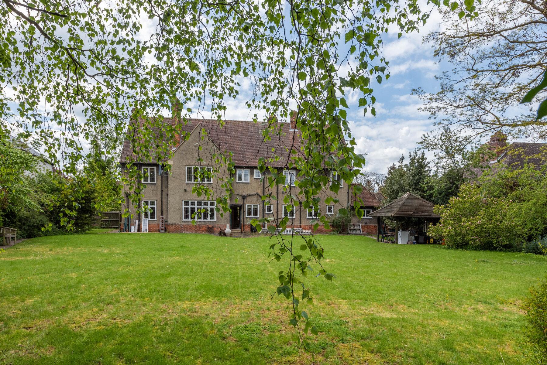 Звезды «Властелина колец» хотят превратить дом Толкина в литературный центр