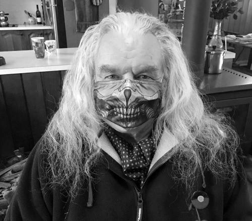 В возрасте 73 лет скончался Хью Кияс-Бёрн — Несмертный Джо из«Безумного Макса»