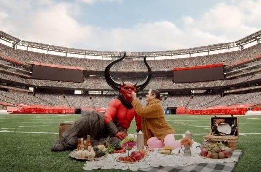 Короткометражка: Сатана влюбляется в 2020-й