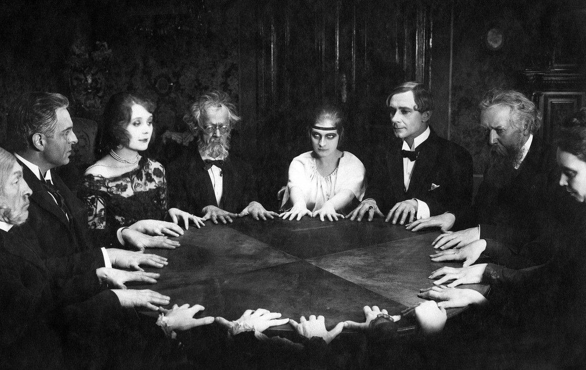 Спиритизм, уиджи, психография. Как вызывали духов в старину 17