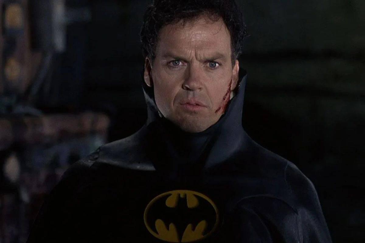 Майкл Китон всё же сыграет Бэтмена во«Флэше» — теперь официально