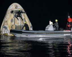 Астронавты SpaceX Crew-1 вернулись на Землю спустя полгода на орбите