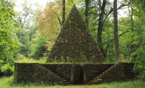 Причудливые здания и строители-безумцы: пирамиды, башни и деревянный небоскрёб